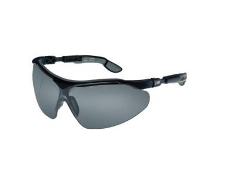 عینک ایمنی مدل i-vo لنز دودی رنگ برند Uvex